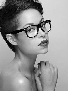 Ladys mit Brillen und einem stylischen Haarschnitt! - kurzhaarfrisuren Frauen