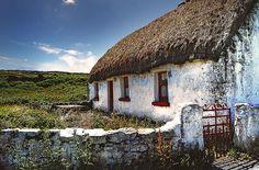 thatched roof cottage in Ireland Ireland Uk, Ireland Travel, Cork Ireland, Ireland Vacation, Northern Ireland, Irish Cottage, Old Cottage, Bg Design, Irish Landscape