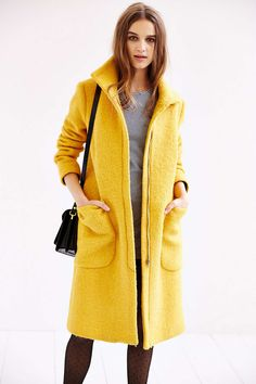 Yellow is something different. The yellow coat looks really pretty with the grey and black. Love Fashion, Autumn Fashion, Fashion Outfits, Womens Fashion, Yellow Coat, Mellow Yellow, Fashion Designer, Classy And Fabulous, Playing Dress Up