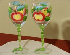 Stemless pair of hand painted daisy wine glasses por DeannaBakale