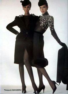 Iman Mohamed Abdulmajid and Dalma Callado Valentino HC 80s Fashion Men, Fashion News, Fashion Models, Vintage Fashion, Fashion Designers, Valentino Couture, Valentino Garavani, New Romantics, Watercolor Fashion