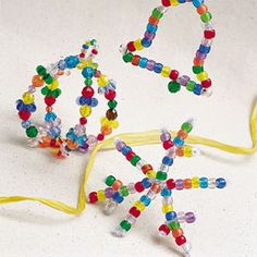 Beaded Ornaments - Making beaded ornaments for Christmas is easier than you might think. Use some pipe cleaners to form a shape then put the beads on each pipe cleaner. You can make this Christmas craft in an hour. #tutorial #kidscraft