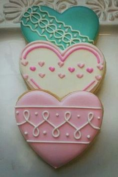 21 Ideas How to Decorate Heart Sugar Cookies and Impress Your Boyfriend ★ See . Valentine's Day Sugar Cookies, Sugar Cookie Royal Icing, Cookie Frosting, Fancy Cookies, Iced Cookies, Cute Cookies, Heart Cookies, Pink Cookies, Drop Cookies