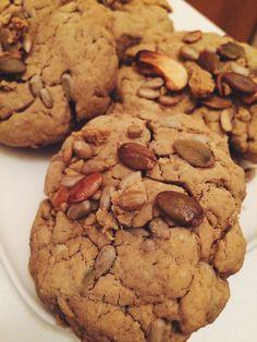 Puhtia arkeen: Gluteenittomat puhtikaura-siemenleivät Cookies, Desserts, Food, Crack Crackers, Tailgate Desserts, Deserts, Biscuits, Essen, Postres