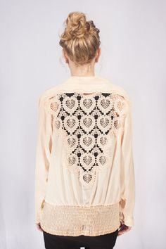 A gorgeously detailed vintage blouse in a flattering shade of peach. #EtsyNetherlands