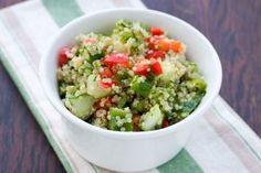 Salada de quinoa! Este pseudocereal é rico em proteínas e fibras!