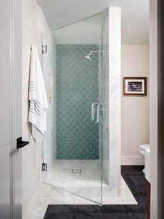 Small bath? Big design and decor opportunity! Grab inspiration from these gorgeous-yet-tiny washrooms.