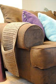 Crochet Couch Caddy: free crochet pattern •✿•  Teresa Restegui http://www.pinterest.com/teretegui/ •✿•