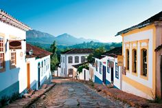 """Mais um feriado prolongado se aproxima. Este ano o 12 de outubro, Dia da Padroeira do Brasil, cai numa segunda-feira, permitindo que muita gente aproveite o finaldesemana prolongado para viajar. Com o dólar nas alturas, a opção é viajar pelo Brasil. O pessoal do Hotel Urbano, selecionou 10 opções de pacotes de viagem dedicados para...<br /><a class=""""more-link""""…"""