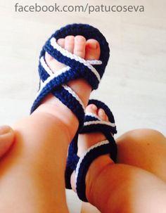 Sandalia para niño de ganchillo hechos a mano con perlé de alta calidad.Patucos…