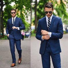 ネイビースーツはこんなネクタイの組み合わせや色がオススメ!
