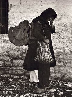 Early Photography in Albania - The Photo Collection of Fred Boissonnas Old Pictures, Old Photos, Vintage Photos, Black N White Images, Black And White, Greek Traditional Dress, Greece Photography, Greek History, Girl Beanie