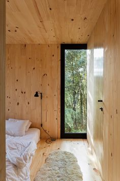 MAPA hides prefab Minimod Curucaca in Brazilian forest Prefab Cabins, Prefab Homes, Cabins In The Woods, House In The Woods, Interior And Exterior, Interior Design, Building Companies, Forest House, Black Walls