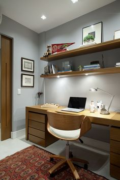 Browse pictures of home office design. Here are our favorite home office ideas that let you work from home. Shared them so you can learn how to work. Cozy Home Office, Home Office Design, Home Office Decor, Office Ideas, Desk Office, Office Designs, Office Style, Small Office, Home Office Furniture