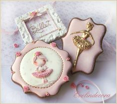 Ballerina cookies by Evelindecora. The golden silhouette is hand piped with royal icing, then painted with gold dust abd alcohol. Happy summer to all the members of Cakes Decor! Cookies For Kids, Fancy Cookies, Royal Icing Cookies, Cupcake Cookies, Fondant Cupcakes, Fun Cupcakes, Wedding Cupcakes, Birthday Cupcakes, Bailarina Cookies