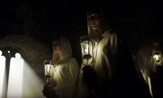 Sakrale Lampen | A Cure for Wellness, deutsch-US-amerikanischer Mystery-Thriller von Gore Verbinski aus dem Jahr 2016. Unser Unternehmen hat für die Studio Babelsberg AG 100 Stück Sakrale Lampen gefertigt. Foto: A Cure for Wellness