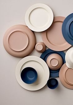 Bloomingville - tallrikar och skålar tillverkade i miljövänlig och hållbar bambu istället för plast. Vackert och praktiskt både i din vardag som till helgens picknick i det fria. Colour Pallete, Colour Schemes, Keramik Design, Deco Originale, Color Inspiration, Ceramic Pottery, Decorating Your Home, Dinnerware, Terracotta