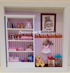 Vitrine Miniature, Miniature Dollhouse Furniture, Dollhouse Miniatures, Shadow Box Kunst, Shadow Box Art, Baby Frame, Tiny World, Book Nooks, Doll Furniture