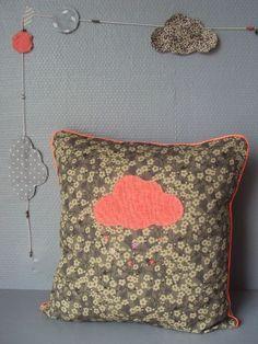 coussin nuage et pluie de paillettes et sequins, par Little Fabrics