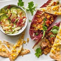 """Thunfisch-Salat mit Mais-Tacos - """"Ein frischer Salat mit Thunfisch schadet nicht - dazu gibt es auch noch leckere Mais-Tacos. Und ihr braucht wirklich nur 25 Minuten. Perfekt!"""""""