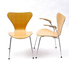 Series 7 Chair model 3207  Arne Jacobsen 1955  Fritz Hansen / Denmark