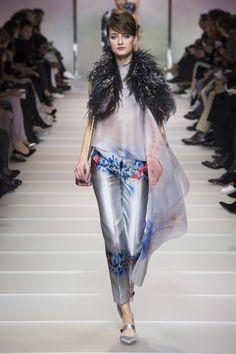 Armani Privé Spring 2018 Couture Fashion Show Collection