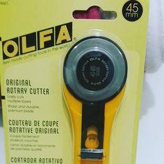 Veja nosso novo produto Cortador OLFA 45 mm RTY-2/G - importado pelo Ateliê Balaio de Gatos! Se gostar, pode nos ajudar pinando-o em algum de seus painéis :)