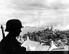 A German sentry overlooking the Pechersk Lavra Monastery and Dnieper River in Kiev, Ukraine, Sep 1941. #war #history #vintage #retro #guns #gun #ww2 #40s #tank #tanks #1940s #military