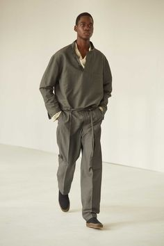 Lemaire Spring-Summer 2021 Collection Fashion News, Men's Fashion, Fashion Design, Male Fashion Show, Fashion Trends, Vogue Paris, Lemaire, Look Man, Fashion Show Collection