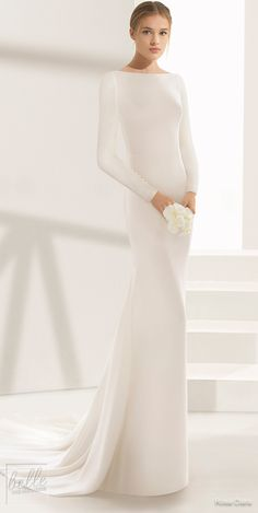 Simple Wedding Dresses Inspired by Meghan Markle - Rosa Clara Wedding Dress Trends, Modest Wedding Dresses, Trendy Dresses, Minimal Wedding Dress, Bridal Skirts, Bridal Gowns, Wedding Gowns, Fall Wedding, Wedding Rings