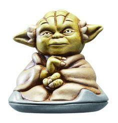 Figura carámica 13 cm Yoda sentado. Star Wars. Joy Toy Preciosa figura 100% oficial y fabricada en material de cerámica de 13 cm de altura perteneciente a Yoda en posición de sentado y visto en la exitosa saga de Star Wars.