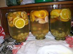 Astăzi vă invităm să încercați una dintre cele mai simple și rapide rețete de compot pentru iarnă. Compotul iese super aromat și delicios, moderat de dulce, cu o intensă savoare de piersici și portocală. Un produs sută la sută natural, care te va face să uiți pentru totdeauna de sucurile din comerț! Echipa Bucătarul.tv vă … Gourmet Desserts, Preserves, Pickles, Cucumber, Wine Glass, Alcoholic Drinks, Good Food, Canning, Tableware