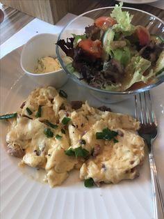 Śniadania- jajecznica ze szczypiorkiem