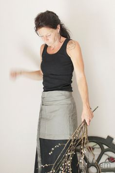 Grey colored linen half apron.  Here is a practical, easily wrap around, linen half apron. Perfect in the kitchen, in the garden, while working or as
