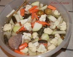 Katica konyhája: Hordós, vagy vödrös dobálós savanyúság Fruit Salad, Cobb Salad, Hungarian Recipes, Ketchup, Preserves, Pickles, Feta, Vitamins, Paleo