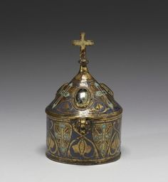 Thirteenth-century French pyx in the symbolic form of a church steeple. Ancient Artifacts, Sacred Art, French Artists, Roman Catholic, Religious Art, Box Art, Middle Ages, Medieval, Antiques