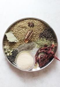 Korma masala powder recipe or kurma masala.This spice powder can be used for vegetable kurma, egg korma or chicken korma curry recipes .Very flavorful and different from the regular garam masala powders. Korma or kurma recipe uses yogurt and or coconut to Garam Masala, Masala Spice, Masala Tea, Homemade Spices, Homemade Seasonings, Korma Curry Recipes, Kurma Recipe, Korma Masala Recipe, Korma Sauce