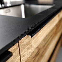 #kjøkken #schmidtkjøkken #kitchen #kitcheninspo #kjøkkeninspirasjon #kjøkkeninnredning #kitchendesign #kjøkkendesign #kjøkkendetaljer #kjøkkeninteriør #nordichome #nordicdesign #kvalitetskjøkken #bærekraftig Schmidt, Home Kitchens, Interior, House, Modern Living, Handle, Home Decor, Design, Arches