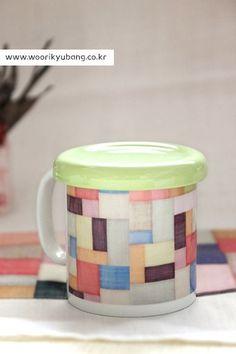 안녕하세요. 이웃님들~~ 우리규방에 예쁜 머그컵이 나왔습니다. 조각보를 프린팅한 머그컵이예요.....