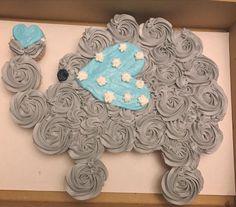 Cute elephant cupcake cake Baby Shower Cupcake Cake, Shower Cakes, Cupcake Cakes, Cannoli Cupcake, Cupcake Recipes, Pull Apart Cupcake Cake, Pull Apart Cake, Elephant Birthday, Baby Elephant