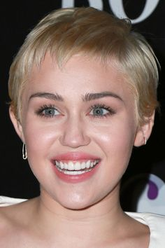 Miley Cyrus at the 2015 W Magazine Shooting Stars Exhibit Opening Miley Cyrus Hair, Really Short Hair, Short Hair Styles, Shooting Stars, Exhibit, Magazine, Women, Very Short Hair, Bob Styles