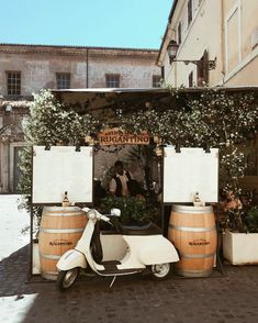 Human Pictures, Vintage Italy, Insurance Quotes, Vespa, Hd Photos, Free Images, Backdrops, Barrels, Pizza
