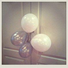 Pee'S grey balloon
