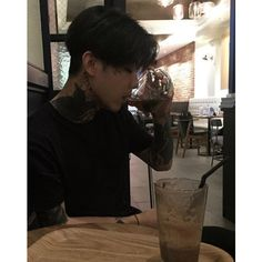ulzzang boy ❤ liked on Polyvore featuring people