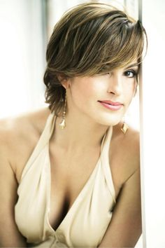 Mariska Hargitay... My next hair trim will look more like this and I'm not going to Supercuts!!