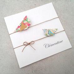Faire part de naissance, baptême pour fille - carte double irisée, oiseaux en origami rose, vert, bleu en papier