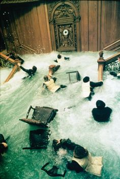 A scene from Titanic, which I've never actually seen. Titanic Ship, Titanic Movie, Rms Titanic, Titanic Behind The Scenes, Water Frame, Titanic History, French Movies, King Of The World, Film Stills