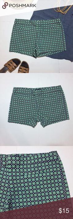 """GAP Factory Stretch Green & Navy Bold Print Shorts GAP Factory Stretch Green & Navy Bold Print Shorts. In great condition. Size 6 measures: 16"""" across top, 19"""" across hips, 3.5"""" inseam, 8"""" rise. 98% cotton, 2% spandex. There are flat pockets on front and back. 611/50/061617 GAP Shorts"""
