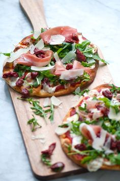 We found the perfect pizza for our beloved Pizzeria-Style Pizza Sauce! Try this: fresh arugula, delicate prosciutto and our chewy, sweet Semi-Dried Cherry Tomatoes, along with fresh mozzarella and shavings of Parmigiano-Reggiano. #pizza