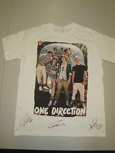 #celeb #charity Chart topping boy band One Direction is supporting Alzheimer's Society by donating a hand signed T-shirt that will be auctioned on eBay until tomorrow (Thursday 20 December). Click to bid!